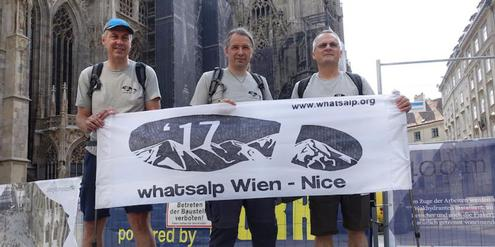 Start der Fernwanderer in Wien: Christian Baumgartner, Dominik Siegrist, Harry Spiess (v.l.)