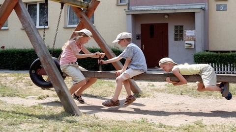 Kinderspielen_HallgerdDreamstimeKopie