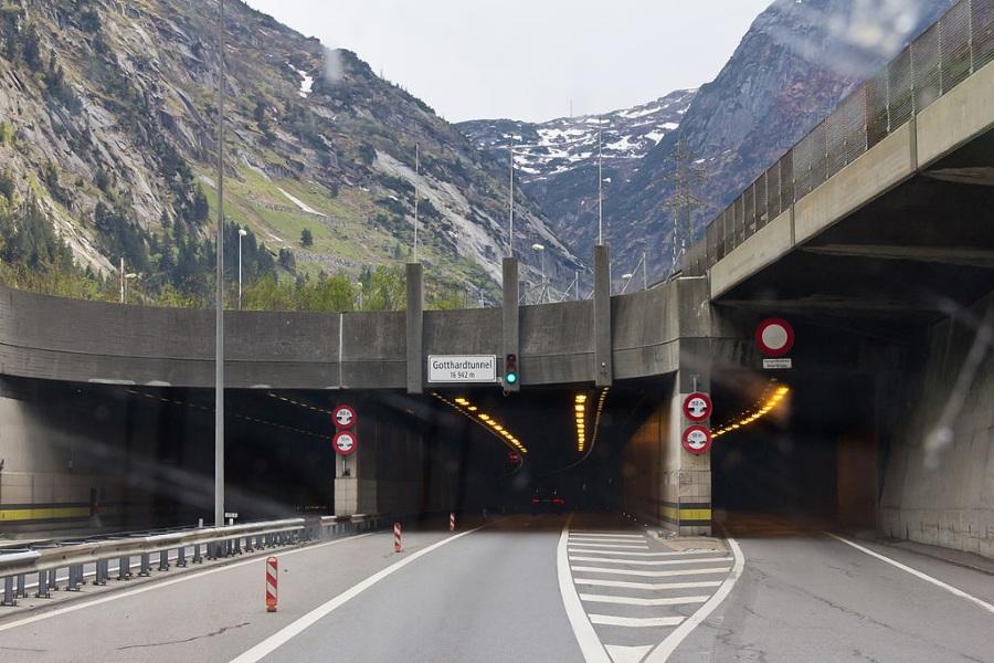 Gotthard_Strassentunnel_Nordportal