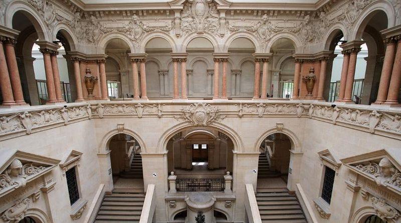 Palais_de_Rumine_cortile_e_scalinata_09-1