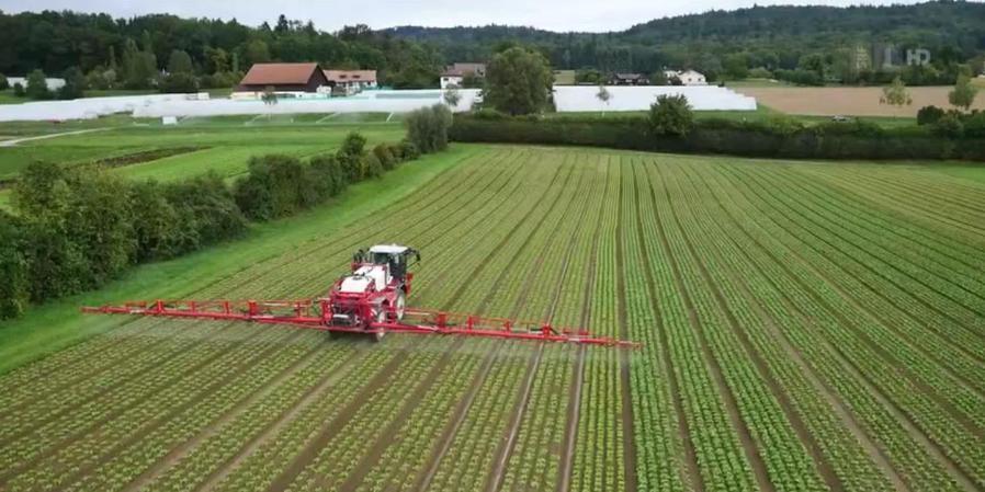 PestizideinsatzaufFeld-1