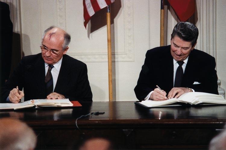 Reagan_and_Gorbachev_signing1