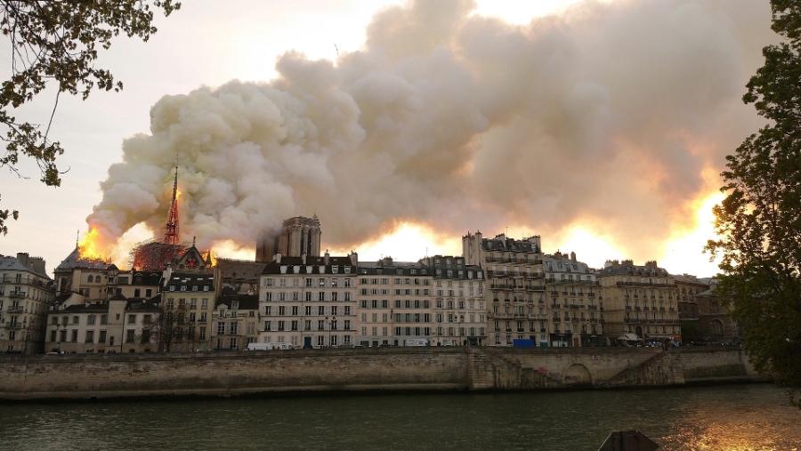 1920pxNotreDame_de_Paris_Incendie_15_avril_2019_19h32_53