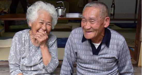 Seniorenpaar_Japan_Front