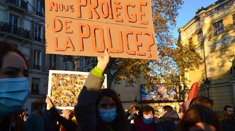 1024px-Manif_contre_la_'Loi_Sécurité_globale'_à_Paris_le_28_novembre_2020_(50657185078)