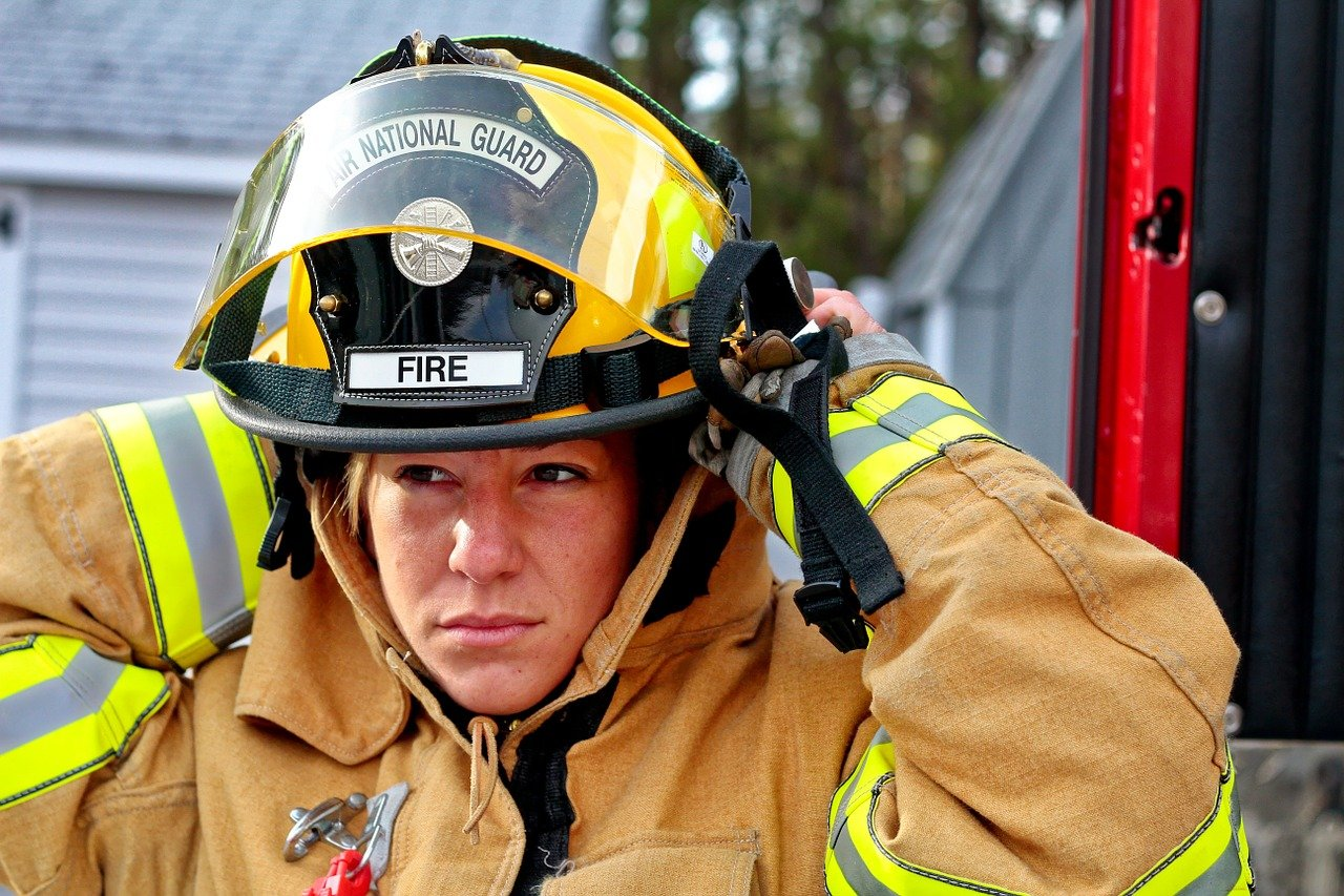 woman-fire-fighter-958266_1280