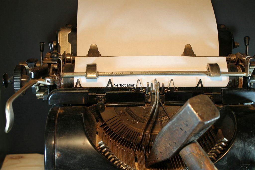 typewriter-3617317_1920-1