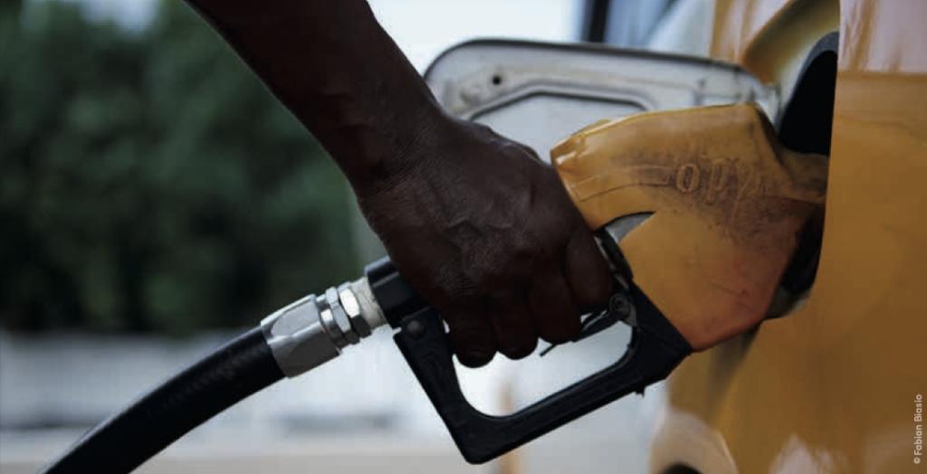 Benzintanken in Afrika.Fabian Blasio