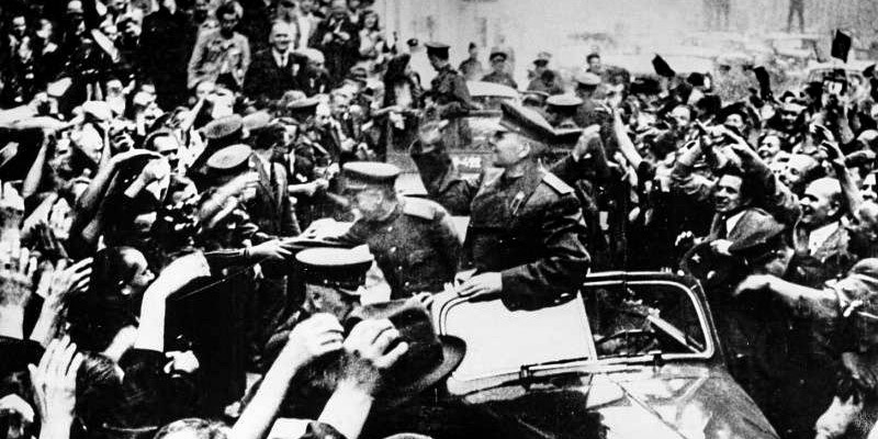 Prag heisst General Konev willkommen