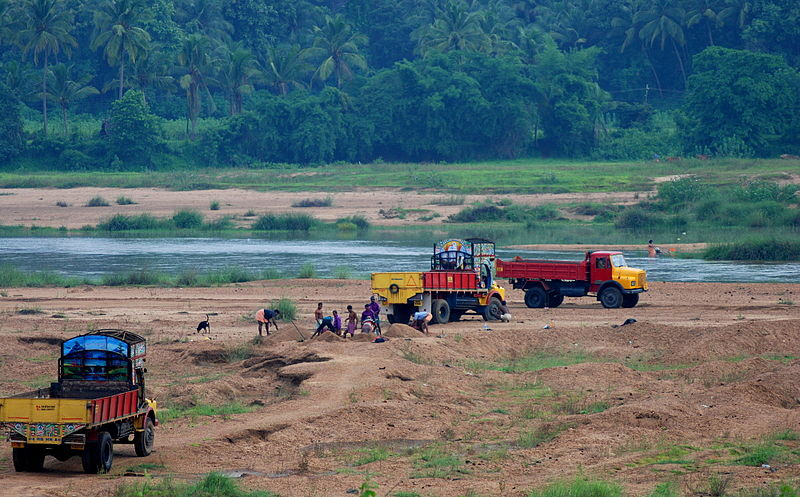 800px-Trucks-looting-sand-from-bhararthapuzha