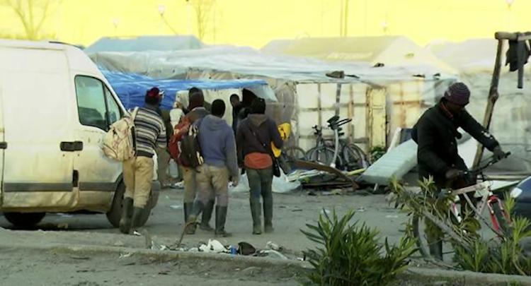 Migranten schuften zuu Hungerlöhnen und übernachte in Zeltstädten..BR.