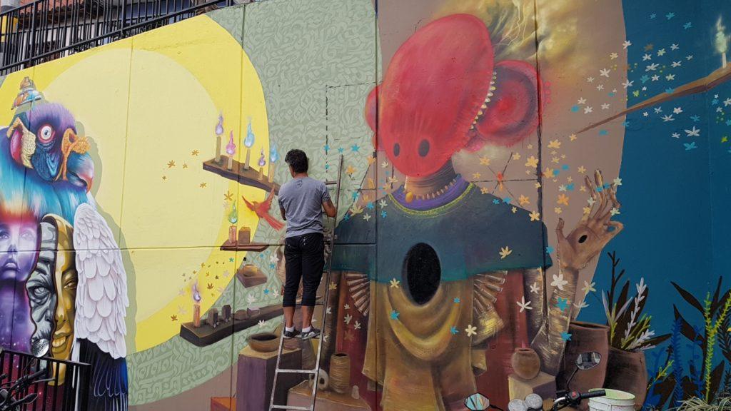Streetartkünstler in Comuna 13 - Aufarbeitung der Geschichte