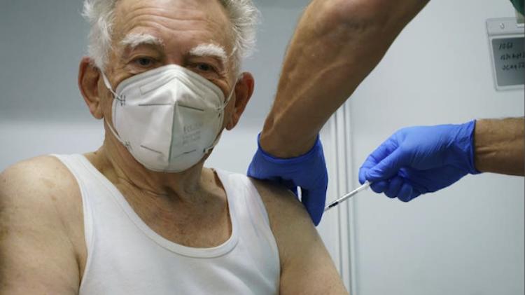 Impfung Senior.WDR